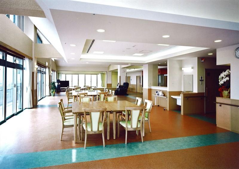 福祉施設リーフ神辺は、福山市北部の神辺町にあり、周囲を田んぼに囲まれた... 福祉施設 リーフ神